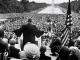 Fotografía histórica de Martin Luther King pronunciando su famoso discurso