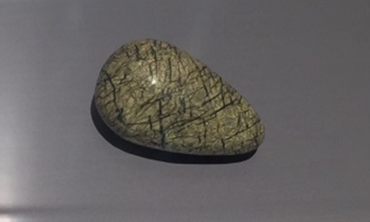 Amuleto en forma de huevo descubierto en Bu Sands como parte de uno de los rituales druidas