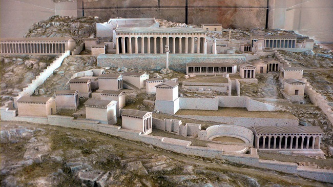 Reconstrucción en maqueta del santuario de Delfos, escenario de la Tercera Guerra Sagrada