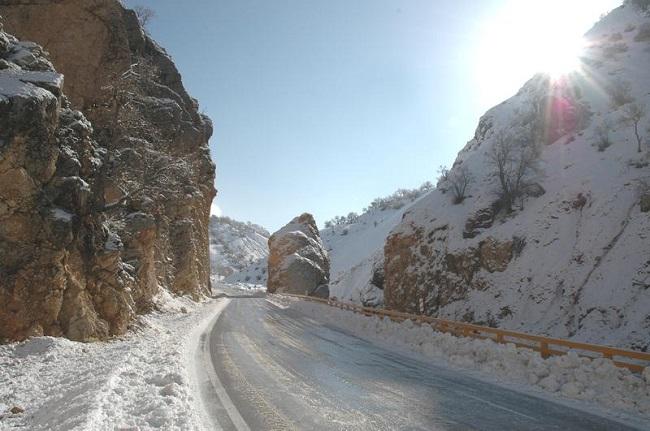 Carretera actual que pasa por la ubicación en la Antigüedad de las Puertas Persas