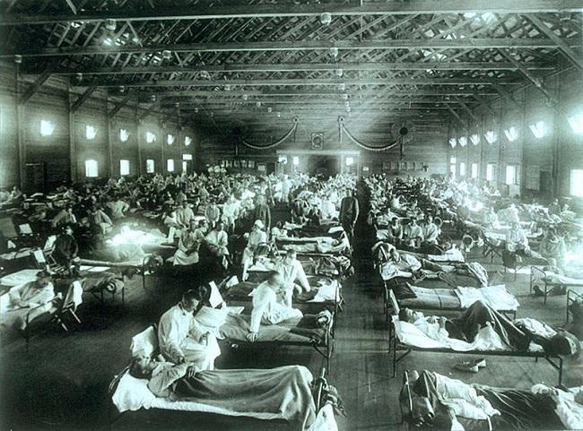Hospital de emergencia instalado en el campamento militar de Funston al principio de la gripe española