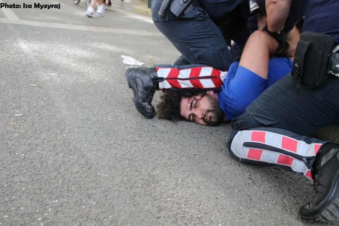 Pse dhunon aq shumë policia?