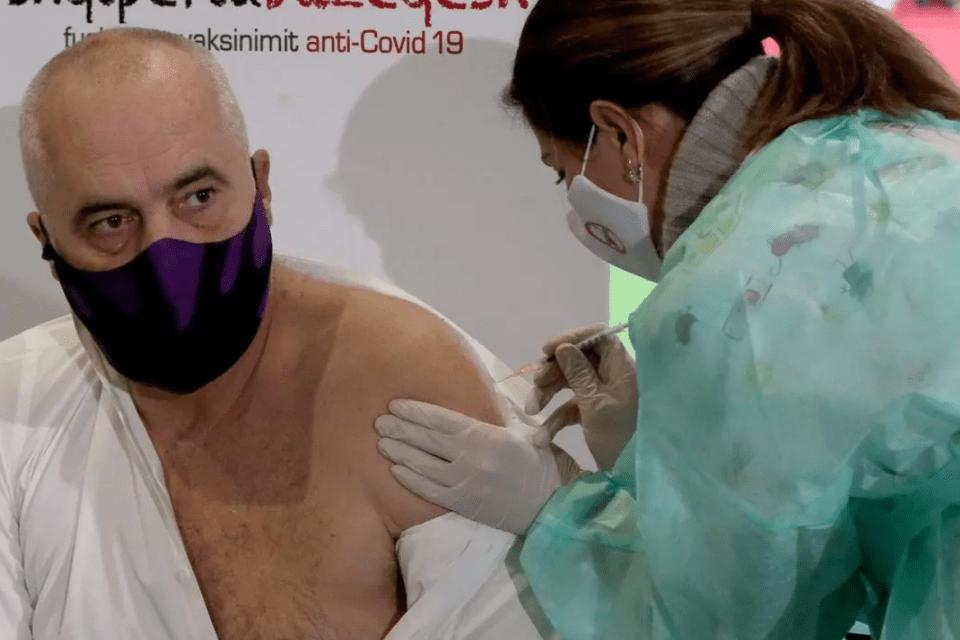 Me sulm ndaj Bashkimit Europian, dhe me dhuruesin sekret, nis vaksinimi për Covid-19 në Shqipëri!