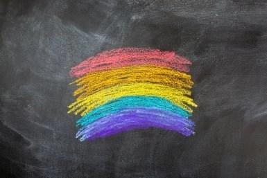"""""""Të rinjtë LGBT ngacmohen më shpesh nga stafi i shkollës"""""""