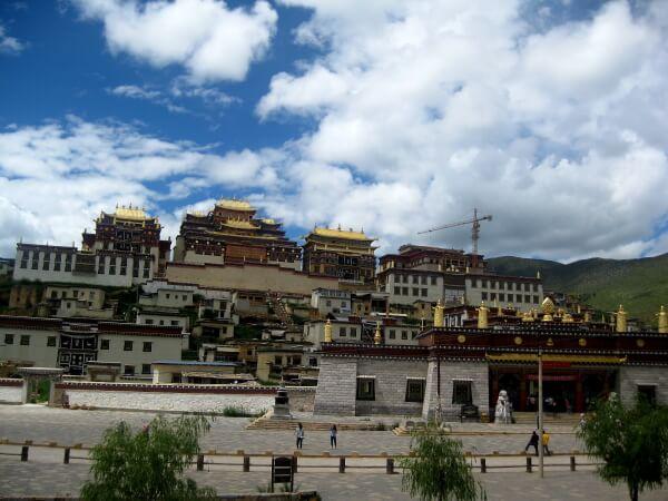 Cultura tibetana más allá de Tíbet: Shangri-La, chasco místico.