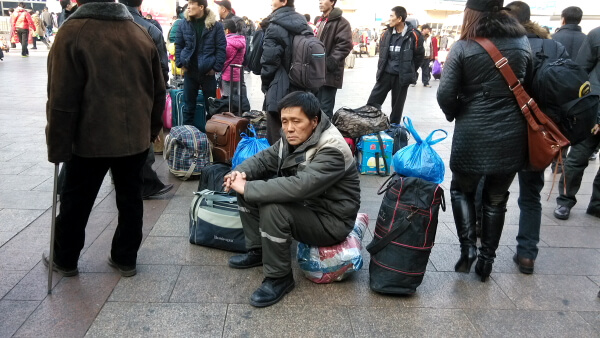 esperando-tren-china-1