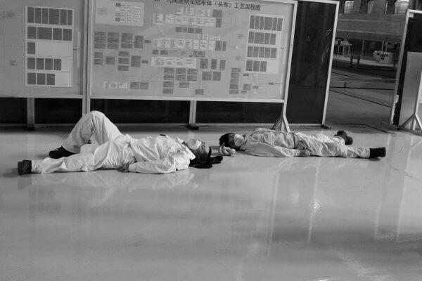 trabajadores-dormidos-china-1