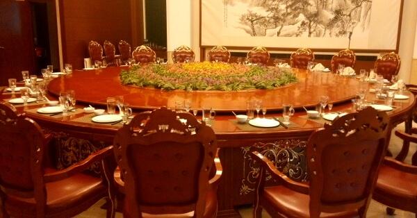 Adiós al despilfarro en comidas de los oficiales chinos