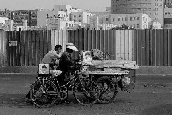 pareja-bici-carros-1