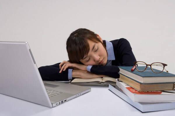 estudiante-china-dormida-2