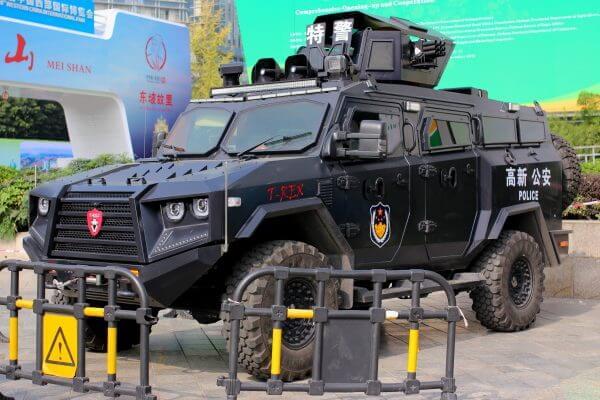 coche-policia-t-rex-china-1