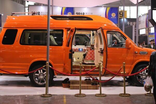 furgoneta-lujo-china-1
