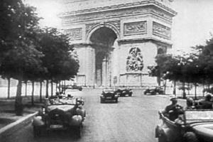 Nazi-parading-in-elysian-fields-paris-desert-1940