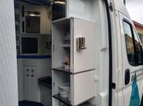 El vehículo cuenta con unidad móvil.