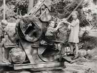 Kinder und Flak 1945