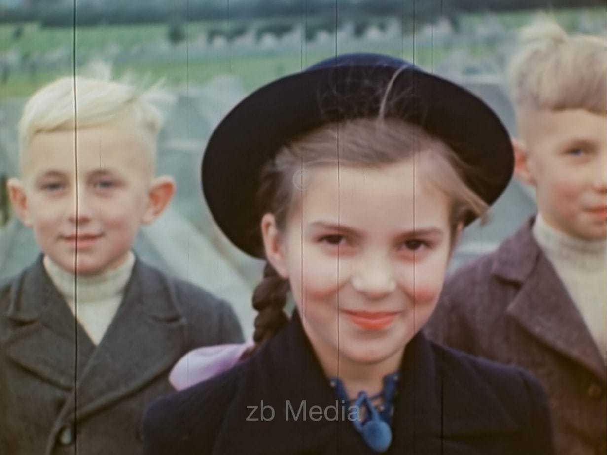 Kinder am Westwall bei Aachen 1944