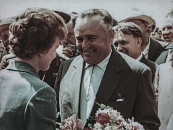 Tereschkowa und Koroljow nach der Landung