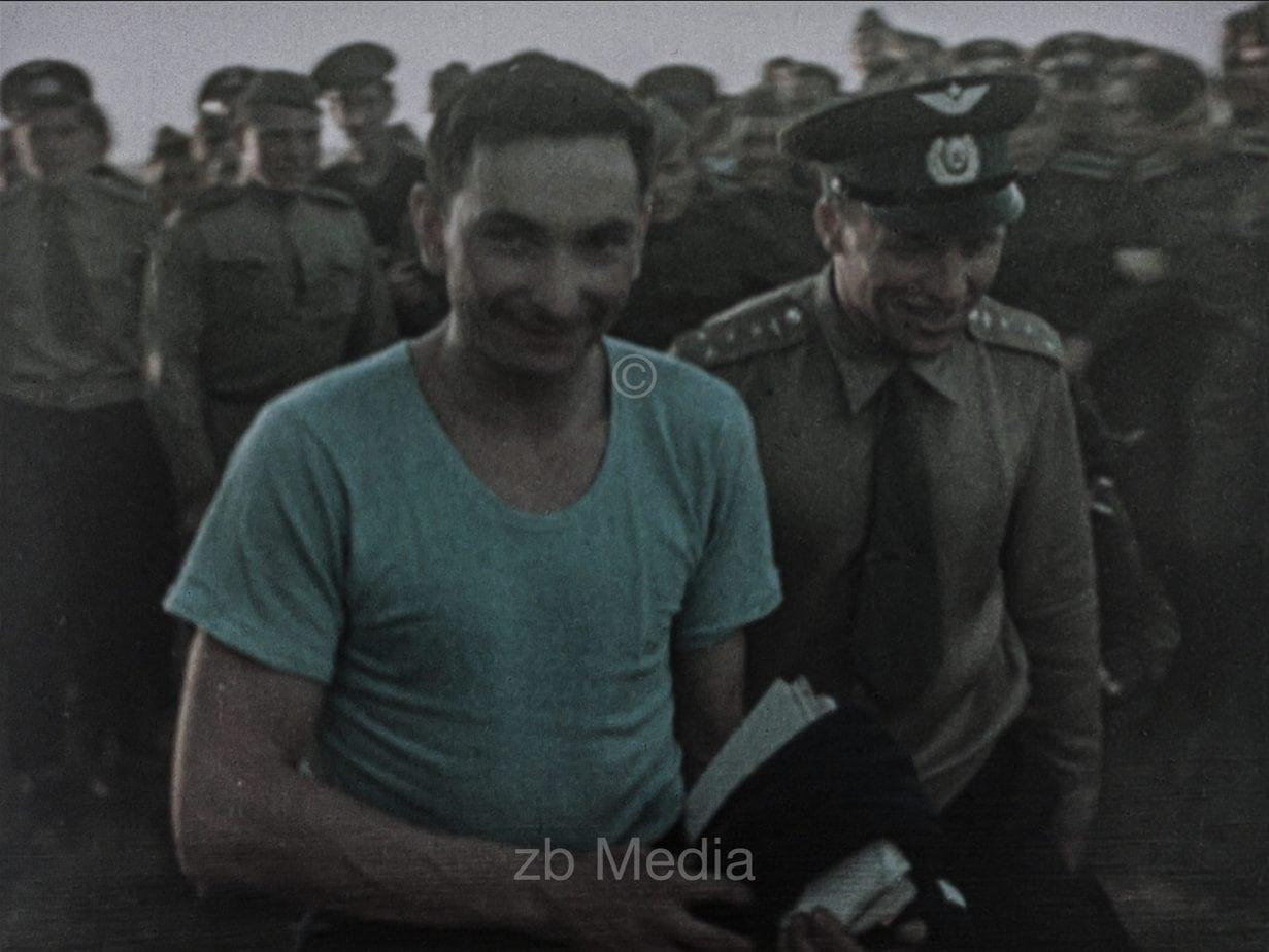 Waleri Bykowski nach der Landung