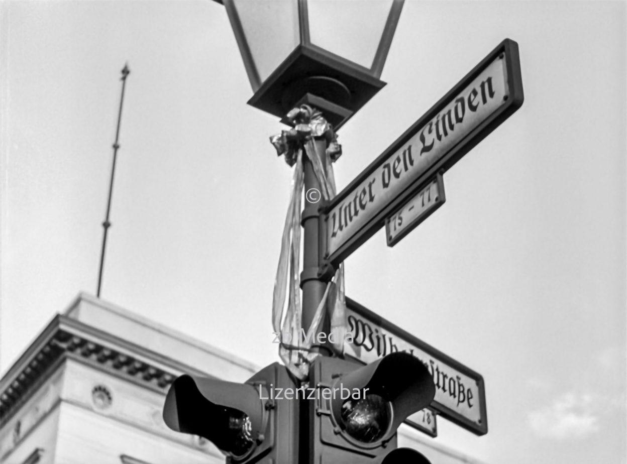 Strßenschild Berlin 1937 Unter den Linden - Wilhelmstraße