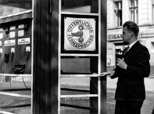 Telefonzelle in Berlin 1937
