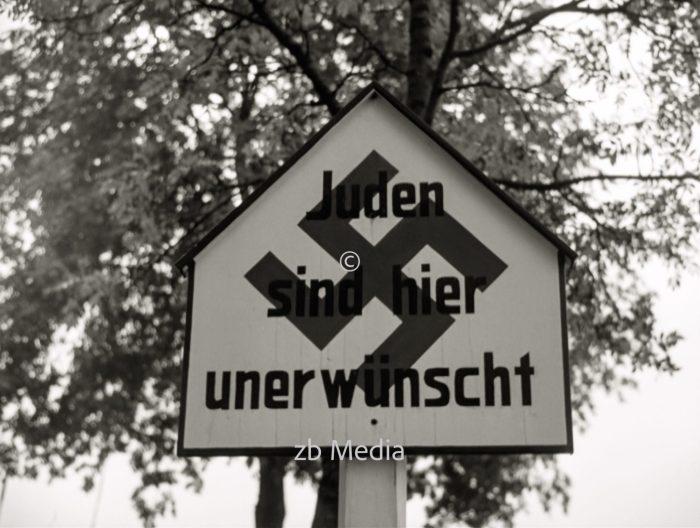 Straßenschild Juden unerwünscht in Oberbbayern 1937