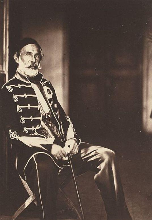 Ομέρ Πασάς (1806–1871), o Κροάτης εξωμότης Μιχαήλ Λάττα, που είχε στο ενεργητικό του τη συντριβή της εξέγερσης στη Βοσνία-Ερζεγοβίνη και στο Μαυροβούνιο.