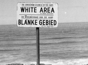 Παραλία στη Νότια Αφρική μόνο για λευκούς. Πηγή: http://www.citylab.com/politics/2013/12/life-apartheid-era-south-africa/7821/