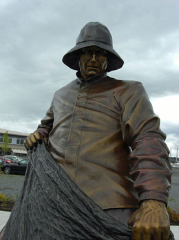 Everett Citizens Celebrate The Unveiling Of The Fisherman S Tribute Statue At The Port Of