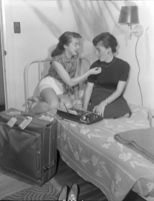 Patricia Fuller, Defence Research Board (left) and Claire Miquelon, External Affairs (right), Laurentian Terrace. Source: Duncan Cameron / Library and Archives Canada. Box 3763, Item 8103.