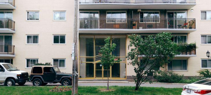Le Versailles Apartments, Henderson Avenue. Image: July 2016.