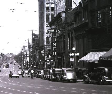 The Rideau Street Bowles in 1935. By then, the secret to Bowles' famous cakes laid at the rear, on Besserer. CSTM 40251-1.