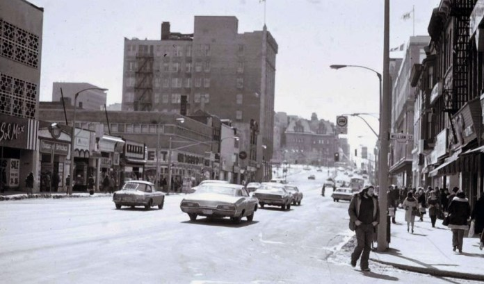 Rideau Street, looking west. Image: Albert Lee / Lost Ottawa (Facebook).