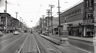 Rideau Street, complete with the Metropolitan Store. Image: City of Ottawa Archives, Item CA035014.