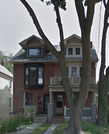 31 Condor Avenue (right) in July of 2014. Image: Google Maps.