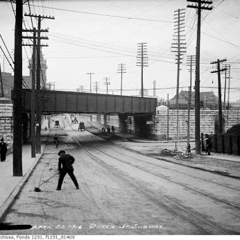 Queen Street subway in 1915. Image: City of Toronto Archives, Fonds 1231, Item 1409.