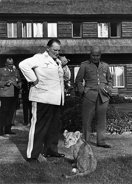 Göring and Mussolini in September 1937. bpk-images