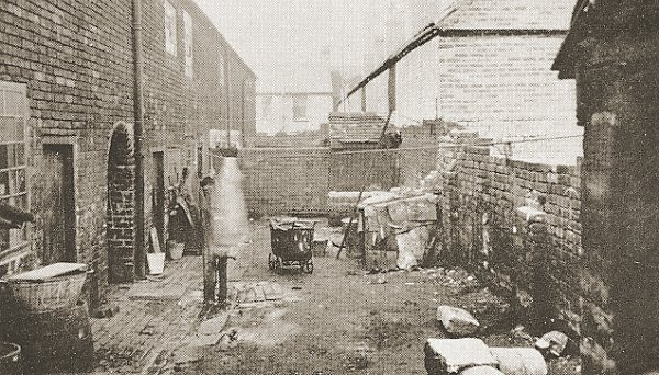 The back yards of 18-29 Hobbins Street, Wednesbury, c.1933. Picture from Sandwell Archives.