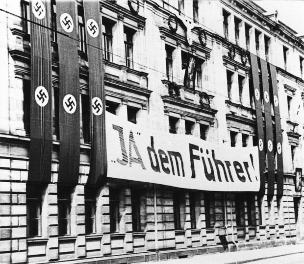 Banner from 1934 Referendum: 'Yes to the Fuhrer!' By Ferdinand Vitzethum - Sammlung Superikonoskop, Attribution, https://commons.wikimedia.org/w/index.php?curid=12391941