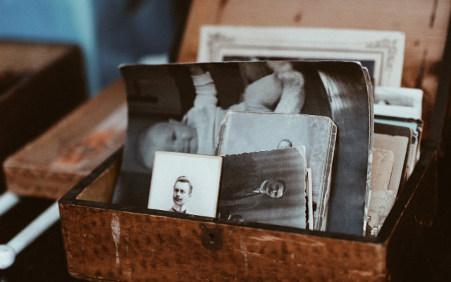 How do Family Historians Work with Memory?