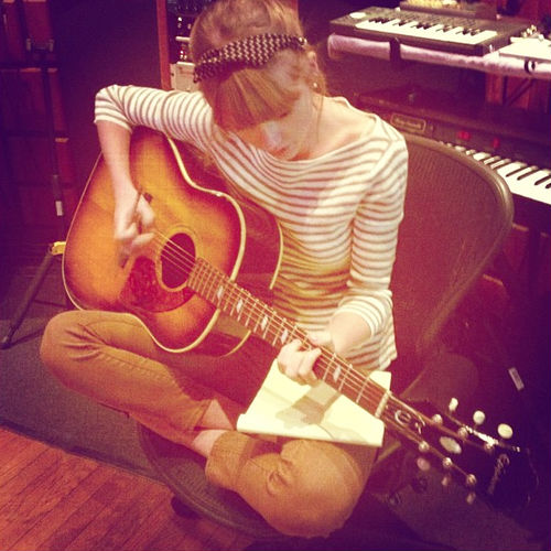 taylor-swift-studio-twitter