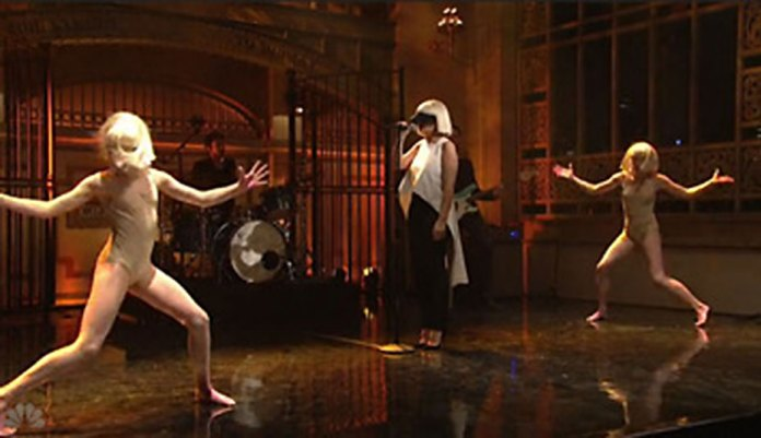Sia Εlastic Ηeart @ Saturday Night Live