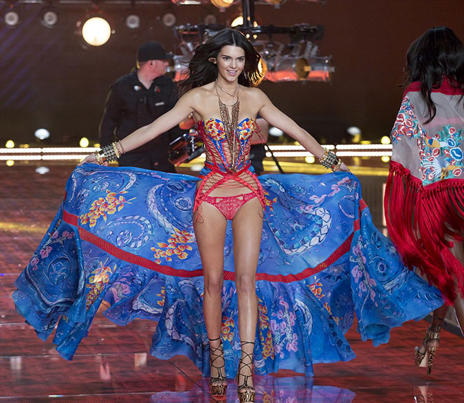Victoria's Secret Fashion Show 2015 16