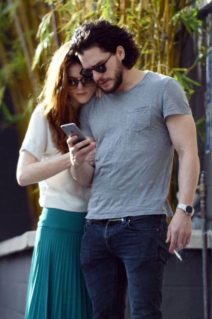 Kit Harington & Rose Leslie (aka Jon Snow & Ygritte του Game Of Thrones) φιλήθηκαν