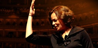Anne Carrere - Piaf The Show - Hit Channel