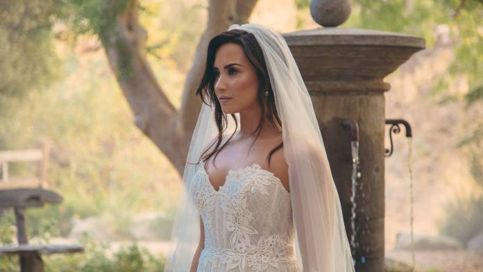 Demi Lovato - wedding dress - bride - Hit Channel