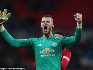 David de Gea waiting on £300,000-a-week offer before signing new contract