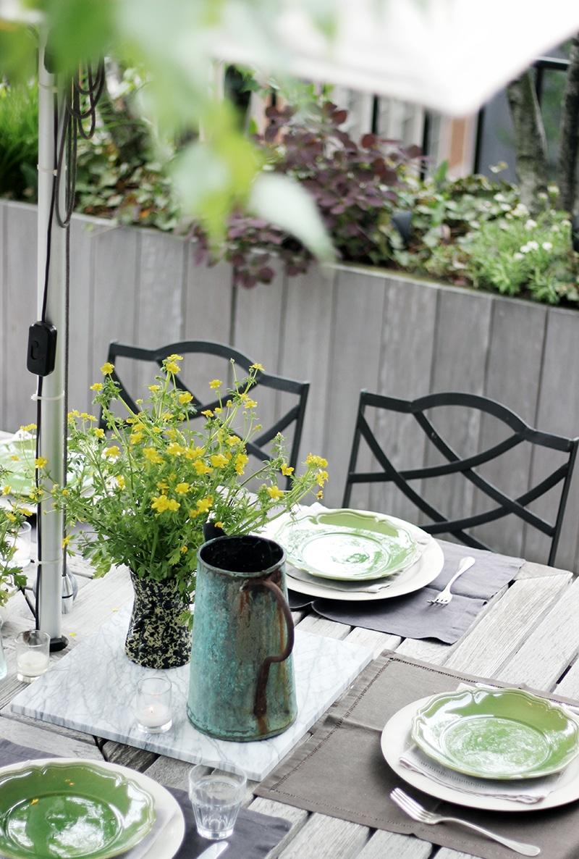 ガーデンパーティのテーブルセッティング