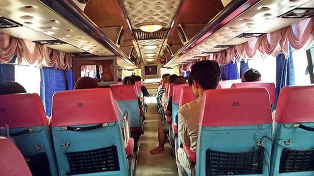 Bus en direction d'Ao Nang à côté de Krabi en Thaïlande