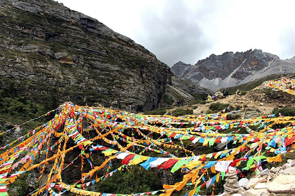 Arrivée aux trois lacs à Yading dans le Sichuan en Chine