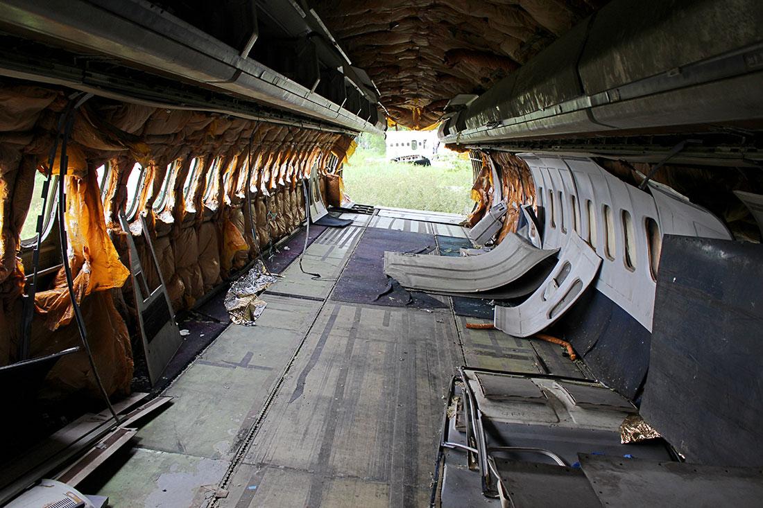 Exploration d'une carcasse d'avion en plein cœur de Bangkok.